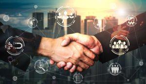 بماذا يفيد التسويق الالكتروني أصحاب الشركات التجارية والخدمية وماهي مميزاته