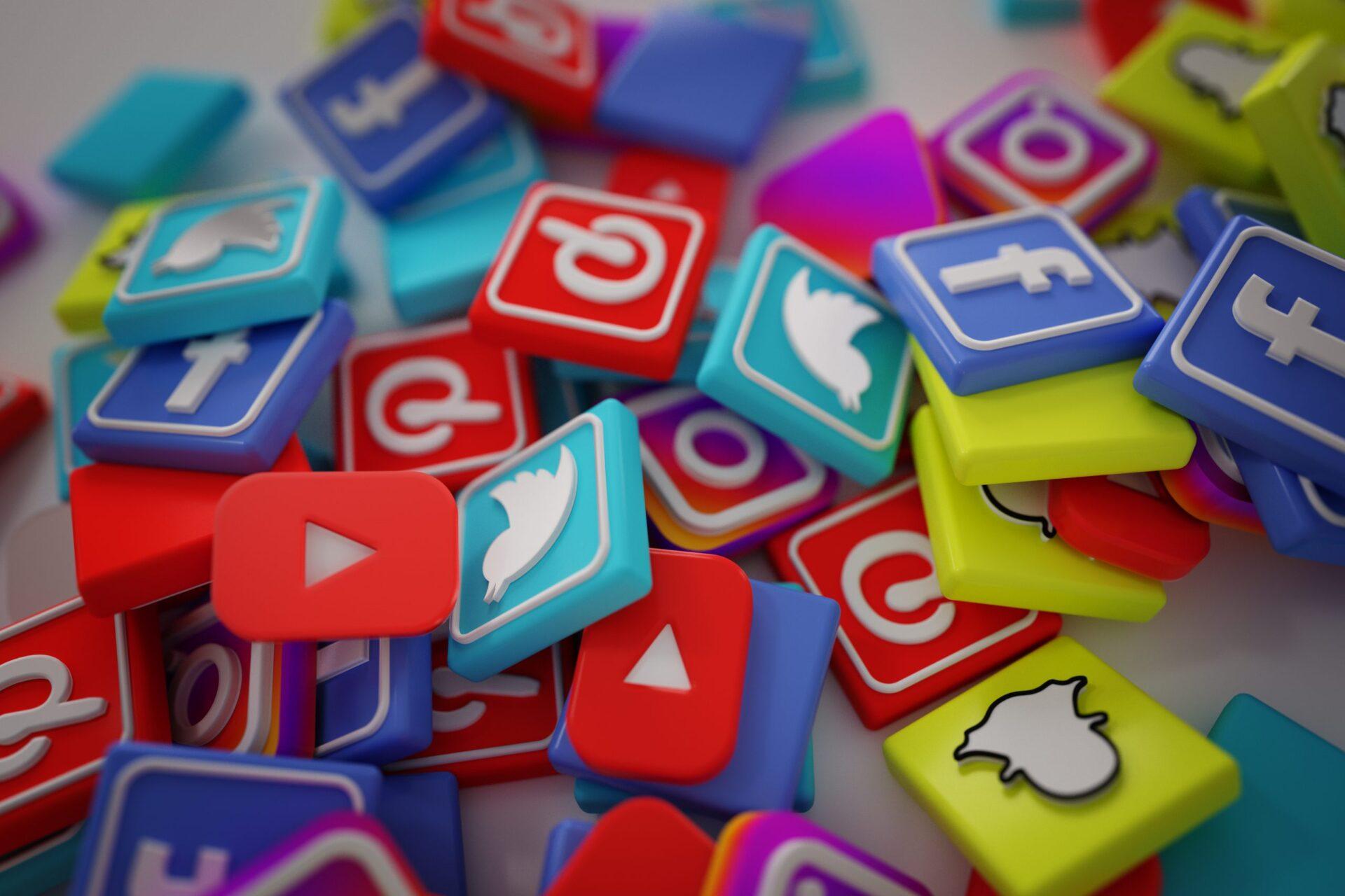 طرق ادارة مواقع التواصل الاجتماعي