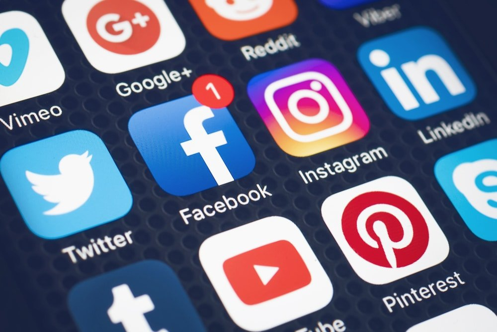 أشهر شبكات التواصل الاجتماعي الأكثر استخداماً في الدول العربية